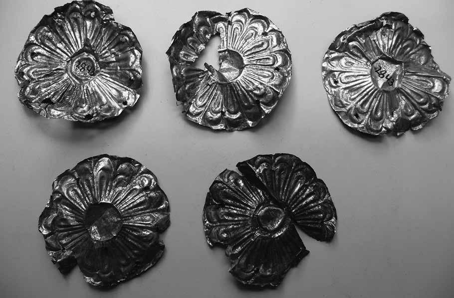 6. Buttons, Pins, Clips and Belts Inconspicuous Dress Accessories 145 Fig. 6.1: Gold rosettes, NAM 2843. Mycenae Chamber Tombs.