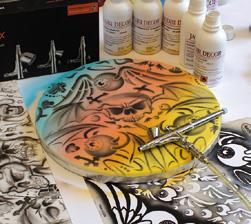 Roger Hassler has many years of experience in the field of airbrushing.