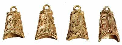 In the sections between the plaques and buckles, the rivets, each a bar (3.4 cm long) with attachment pins on the ends, would create a kind of net of gold over the surface of the strap.
