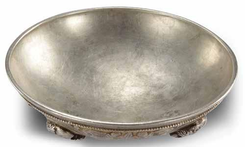 Gilt-silver bowl [Figs. 29, 30; Color Pl. VI]. One of the most striking artefacts of all those excavated in the cemetery, this bowl, found in Tomb M1, is 14 cm in diameter and stands 4 cm high.