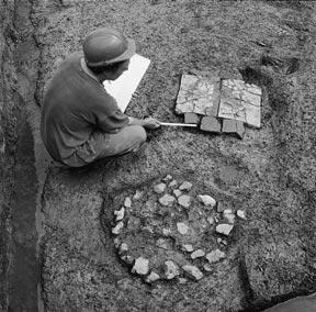 Londinium and its hinterland: the Roman period The archaeological evidence Two 4th-century hearths on the Roman foreshore of the Thames at Thamesmead, Bexley The development of tile and pottery