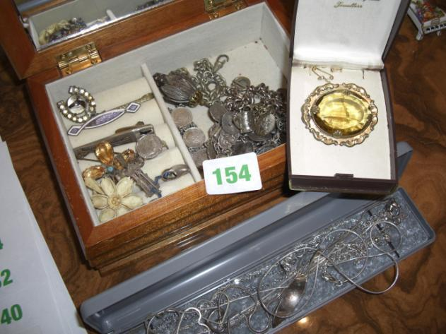 Jewellery box containing