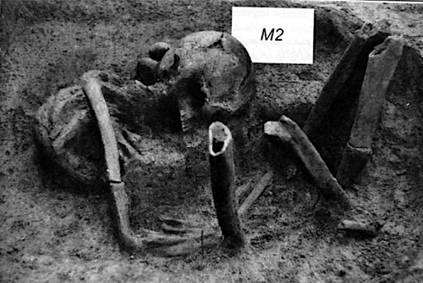 Figure S1.7: Mesolithic graves nos. 2 (left) and 25 (right) from Ostrovul Corbului.