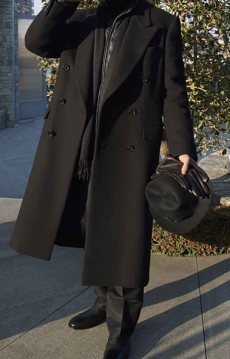 LOOK 18 THE BLACK LOOK OVERCOAT RO4V O7392 0000 LEATHERWEAR PUD3 O7708 1000 LEISURE TROUSERS
