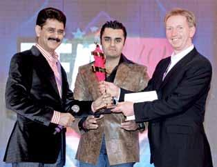 Brothers Yougalsons Ritu Wears Presented by: Anshuman Singh, MD & CEO, Future Supply Chain Solutions Ltd Received by: Sanjay Sahni, MD, JDS Apparel, & Samir Sahni,