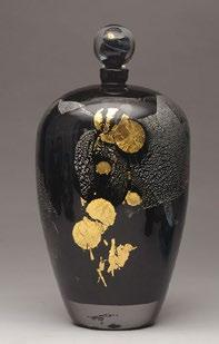 32B NOVARO, Jean-Claude (1943- ) Black blown glass flask ; silver, brown and red abstract pattern and inclusions of gold leaves; blown glass stopper of gold, white and blue trails