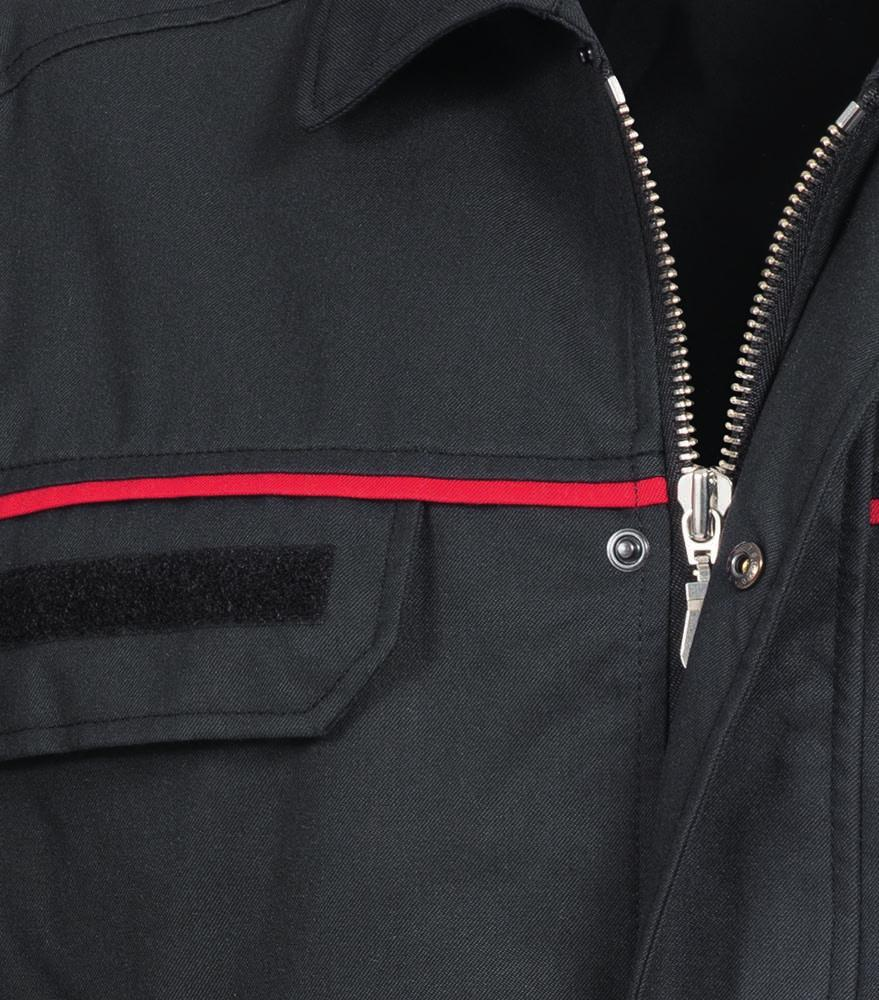 FLAMMGARD MATERIAL AND PRODUCT HIGHLIGHTS COMMUNICATION MATTERS Our day shift wear for firemen features an impressive level of detail.