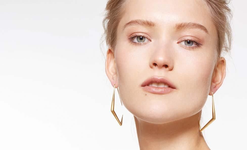 SPECIAL FEATURES Auvere earrings Auvere: A fresh look at jewellery online retail Auvere is an online gold jewellery retailer with a website that integrates a great look and feel with a seamless