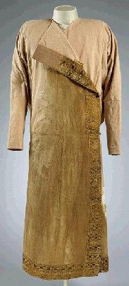 Graham-Campbell (1980) considered the collar to be a cloak trimming, though no supporting evidence is provided for this conclusion- perhaps as no buttons were recovered from grave 15 However, kaftans