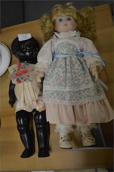 122 Two old dolls.