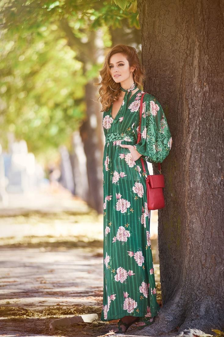 Product Niza specializes in women s fashion with strong presence in the sector, yet also develops a full range within our collections offering a total look with a wide variety of categories (dresses,