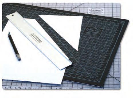 ! Non-slip rubber feet Raised surface design protects your art Thanks to the patented raised-edge design, the Cuttingrail prevents sharp blades from hopping over the top and cutting your fingers.