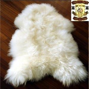 9.White Icelandic sheepskins : With straight or curly wool White Icelandic sheepskins are characterised by