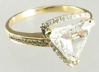 29 TCW with $300 - $500 435 14k yellow gold triangle diamond ring 1.