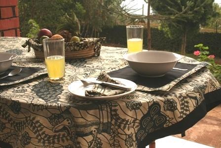tableware Our dining sets come with matching tablecloths,