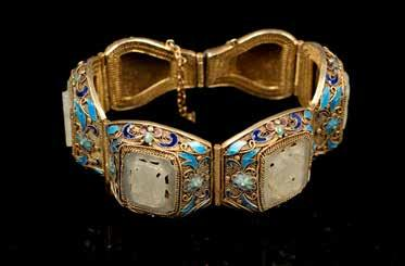 2cm Estimate CA$1,000 - CA$1,500 176 晚清白玉烧蓝手链 WHITE JADE WITH ENAMELED BRACELET Comprised of six raised enamels rectangular bent pieces attached together, decorated with openwork jade carving inset
