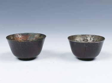 5cm a British Anthropologist and curator of Cranmore Ethnographical 269 明晚期紫檀雕刻酒杯一对 PAIR OF ZITAN WINE CUPS, LATE MING A pair of upside-down bell shape supported on straight foot, the exterior