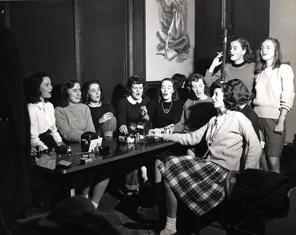 Vassar Girl, Alumnae Pub Mural, Vassar College 1947. Photo: Archives/ Collection of Vassar College and Sous Les Etoiles Gallery.