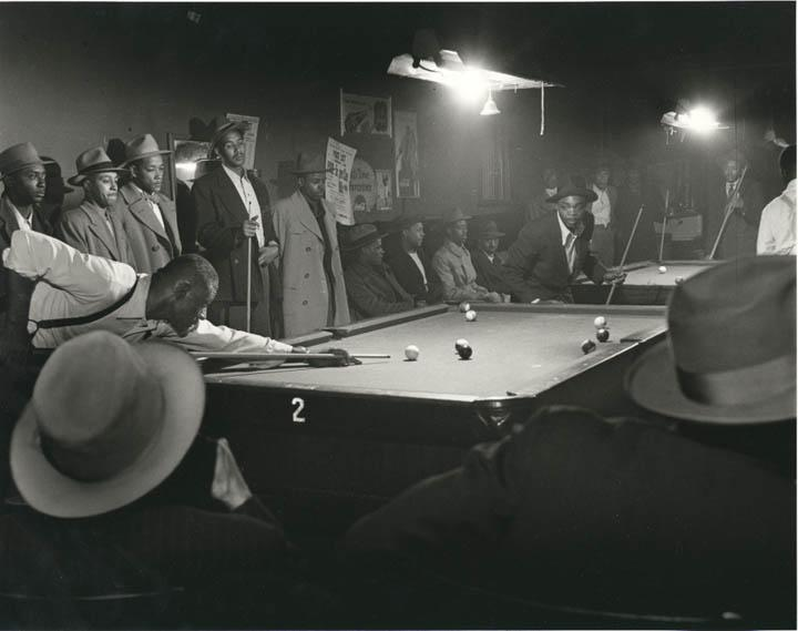 Wayne Miller, from The Way of Life of the Northern Negro. Chicago. (Afternoon Game at Table 2). Photo: Stephen Daiter Gallery/ Sous Les Etoiles Gallery.