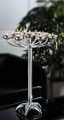 Twinkling moments Timelessly beautiful silver candle