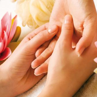 Care for the Hands & Feet Min Traditional Manicure 45 Traditional Pedicure 60 Spa Luxury Manicure (Includes mas & massage) 60 Spa Luxury Pedicure (Includes mas &