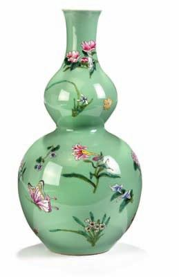 333 Double gourd porcelain vase, decorated with scattered