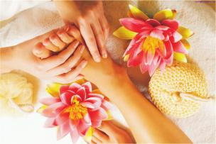Manicures Express $40 Hot towel therapy, file, buff & a polish of your choice Deluxe $60 Refreshing sea salt exfoliation, relaxing massage, cuticle & nail work, finish with polish of your choice