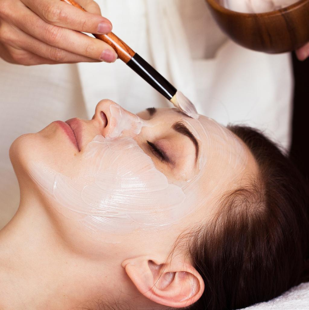 FACIAL TREATMENTS Aromatherapy Facial 60 min / AED 370 A delightful aromatic blend of pure essential oils makes this facial unforgettable.